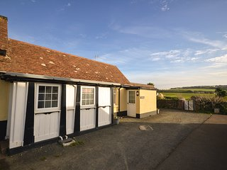 Old coachman's cottage a short walk from the beach and swimming pool access - Widemouth Bay vacation rentals