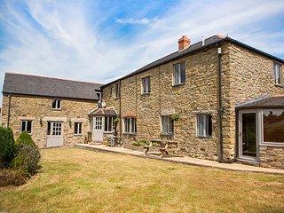 FIVE ELEMENTS FARMHOUSE, luxury property, en-suites, woodburner, hot tub - Mithian vacation rentals