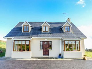 CARRAGILLY, detached, open fire, WiFi, lawned garden, near Union Hall, Ref 942681 - Union Hall vacation rentals
