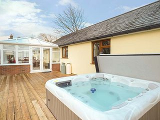 THE MILKING PARLOUR, hot tub, all ground floor, disabled-friendly, in Roche, Ref 944931 - Roche vacation rentals