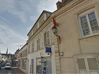 Apartment with one room in Maintenon, with wonderful city view and WiFi - Maintenon vacation rentals
