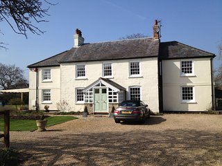 Quiet, spacious, modernised Grade 2 listed house in 3 acres near Chilterns - Princes Risborough vacation rentals