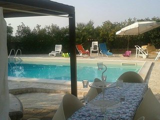 Villa Lucia indipendente con piscina privata - Toritto vacation rentals