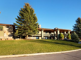 8200 sq ft (with pool) Family Reunion Home / 9bdrms 5 baths sleeps 42-50 - Heber City vacation rentals