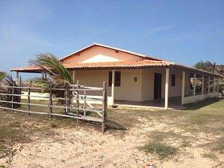 Casa em Frente a praia, para até 10 pessoas - Luis Correia vacation rentals
