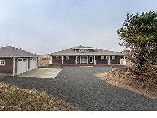 Beautiful & Spacious contemporary home near Seaside - Warrenton vacation rentals