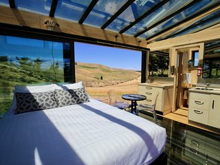 Greystone PurePod - luxurious glass eco-cabin high above an organic winery - Waipara vacation rentals