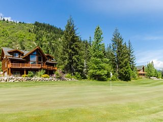 Family-friendly lodge w/ private hot tub, golf course views & skiing nearby! - Plain vacation rentals
