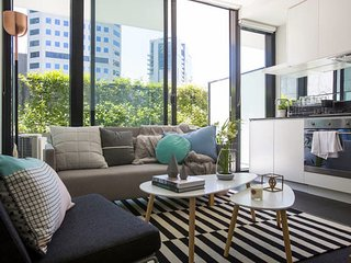 NEW CITY PAD -  PARKING AND LOCATION! - South Melbourne vacation rentals