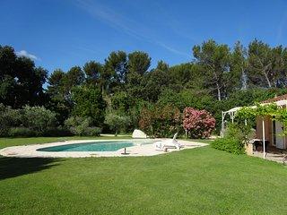Très belle villa en colline avec piscine - Fontvieille vacation rentals