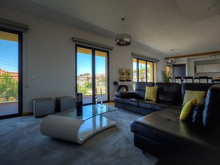 GYM, HEATED POOL AND GREAT VIEWS - Funchal vacation rentals