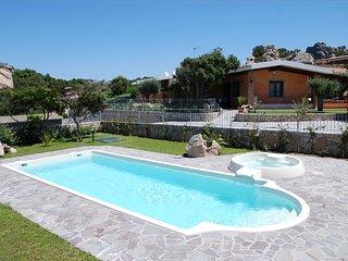 villa esclusiva con piscina privata - Rena Majore vacation rentals
