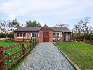 LOWER FARM WEST, ground floor cottage, woodburner, WiFi, pet-friendly - Coventry vacation rentals