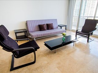 Luxurious Large One Bedroom w/balcony - Sleeps 5! Full Amenities! Book Now - Miami vacation rentals