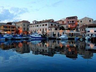 Cala Gavetta nuovo trilocale con terrazzo - La Maddalena vacation rentals