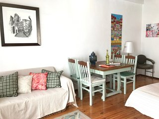 Apartment with 3 bedrooms in the center of Alfama with a small balcony - Lisbon vacation rentals