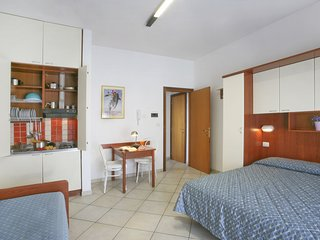 Cozy 1 bedroom Torre Pedrera Apartment with Internet Access - Torre Pedrera vacation rentals