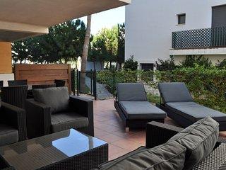 Poolside apartment with terrace - La Cala de Mijas vacation rentals