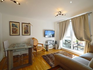 Signature 2 Bedroom 2 Bathroom Apartment - London vacation rentals