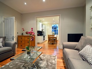 Signarure 3 Bedroom Maisonette - London vacation rentals