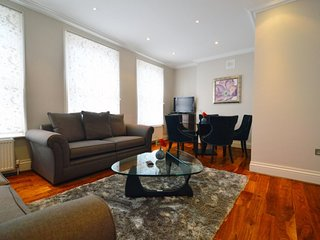 3 Bedroom 2 Bathroom Maisonette - London vacation rentals