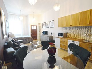 Signature Studio Apartment - London vacation rentals
