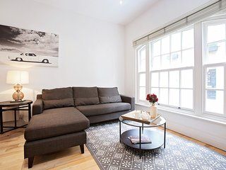 92. SPACIOUS 3BR MEWS HOUSE IN MARYLEBONE - CLOSE TO OXFORD STREET - Stratford City vacation rentals