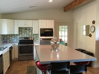 Girl's Getaway- Contemporary Country Cottage-Canton First Monday Trade Days - Canton vacation rentals