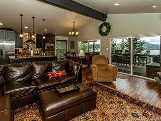 Mountain Escape - Spacious Condo - 2 King Beds - Million $$ Lake & Mountain View - Dillon vacation rentals
