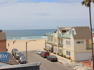 Large Balcony with Great Ocean Views, Steps to the Beach with Parking (68400) - Newport Beach vacation rentals
