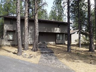 Rustic Cabin in Sunriver with Modern Amenities and SHARC Passes! - Sunriver vacation rentals