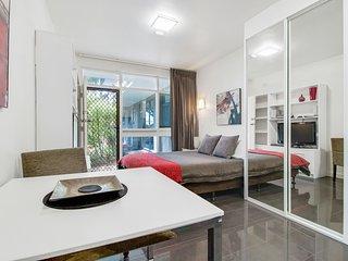 Studio Apartment - Sussex St, North Adelaide - Adelaide vacation rentals