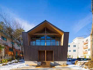 Hakuba White Fox Chalet - NEW! Modern, 2x 3 Bedroom Located in Central Echoland - Hakuba-mura vacation rentals