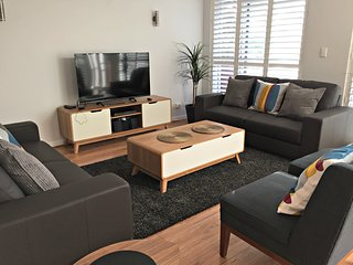 4 BR 2 BA Deluxe Apartment - Tynte St, North Adelaide - Adelaide vacation rentals