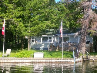 Beautiful Cottage with Deck and Internet Access - Rideau Lakes vacation rentals