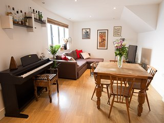 London Bridge stylish and comfy apartment 5 minutes from Tower Bridge - London vacation rentals