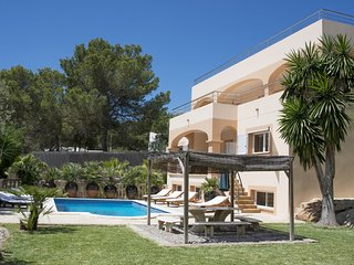 Large luxury villa, 10 mins walk to beach & restaurants, 10 mins to San Antonio - Port d'es Torrent vacation rentals