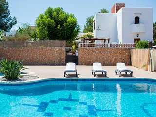 Spacious villa with huge pool, 10 mins walk to beach , Great for families - Ibiza vacation rentals