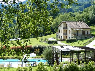 BUDDLEJA-Cerqua Rosara Residence large apartment in villa with pool near Assisi - Valtopina vacation rentals