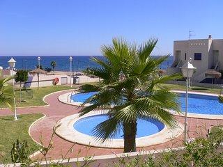 Perla Del Mar - a well presented 4 bedroom apartment virtually on the beachfront - Mojacar Playa vacation rentals