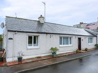HERON COTTAGE, semi-detached, pet-friendly, garden, WiFi, nr Annan Ref 920087 - Annan vacation rentals
