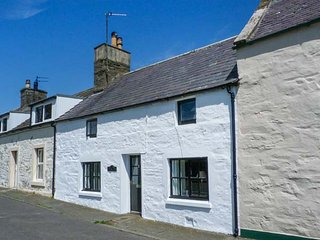 10 MAIN STREET, open fire, spiral staircase, lawned garden, countryside views, Whithorn, Ref 925172 - Isle Of Whithorn vacation rentals