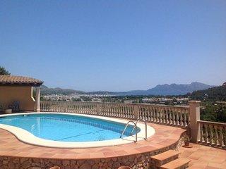 Perfect Villa with Internet Access and A/C - Cala San Vincente vacation rentals