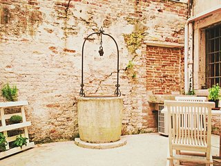 the Ca'Zora Characteristic Central Courtyard - City of Venice vacation rentals