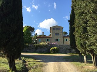 Charming tower with pool between Florence and Arezzo - San Giustino Valdarno vacation rentals