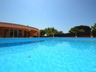 Villa Dolce Vita, an elegant 3 bedroom villa with private garden & pool - Olhos de Agua vacation rentals