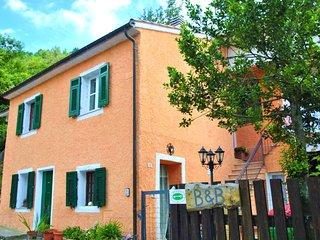 CASA INDIPENDENTE B&B L'Agrifoglio - Gorra vacation rentals