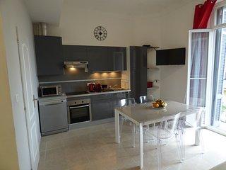 APPARTEMENT 3 PIECES  60M2 TOUT RENOVE - 300M DU PALAIS-IDEAL 5PERS - Cannes vacation rentals