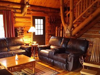 Walhalla Log Cabin tucked back in the Woods - Branch vacation rentals