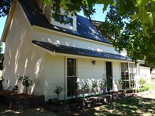Pin Oak Chapel- French Farm House - Mansfield vacation rentals